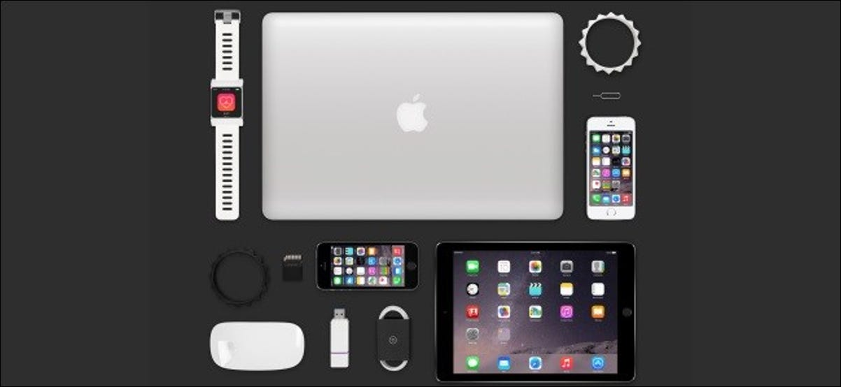 Coloque su MacBook, iPad, Apple Watch, algunos iPhones y otros accesorios de Apple sobre la mesa.